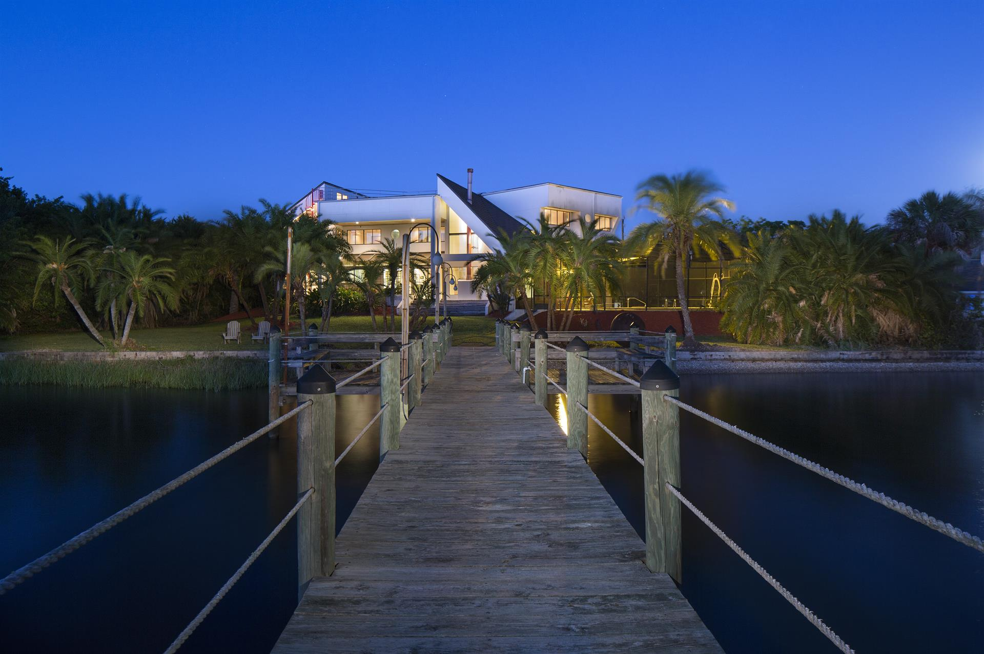 Additional photo for property listing at Modern Contemporary Waterfront Estate 1170 John Anderson Drive Ormond Beach, Florida,32176 États-Unis