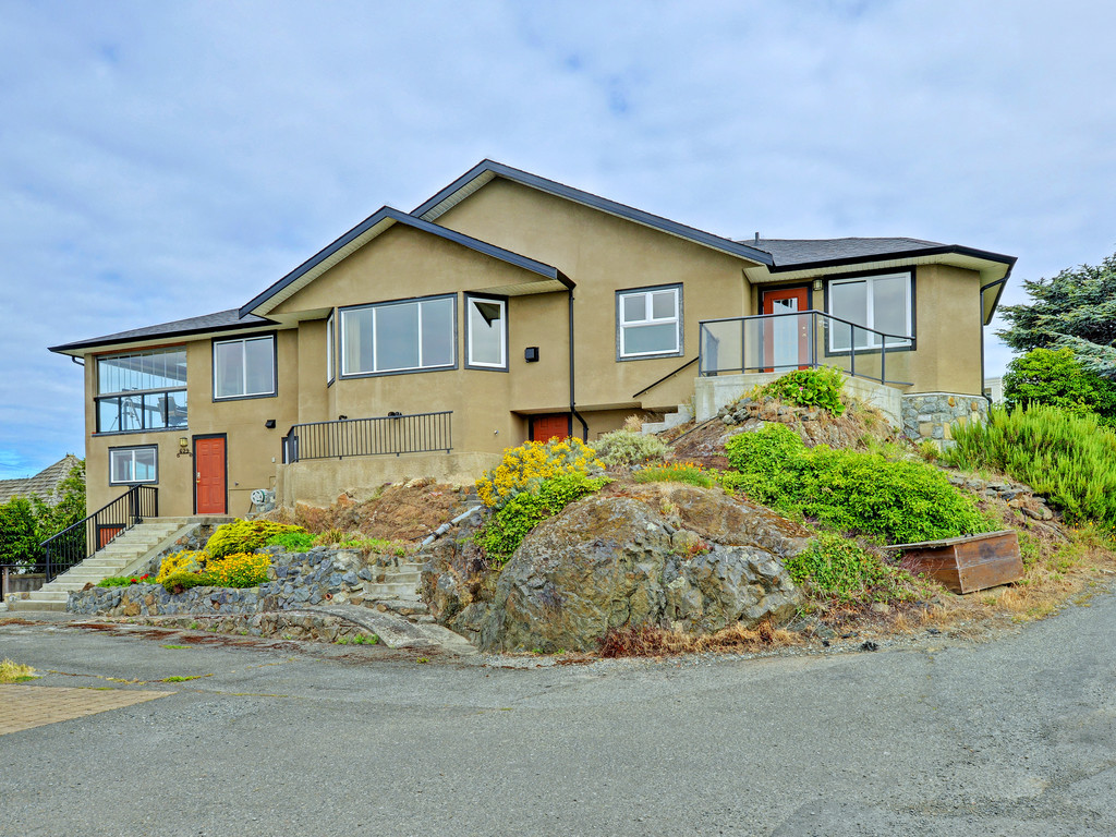 Additional photo for property listing at 629 Beach Dr British Columbia, Canada