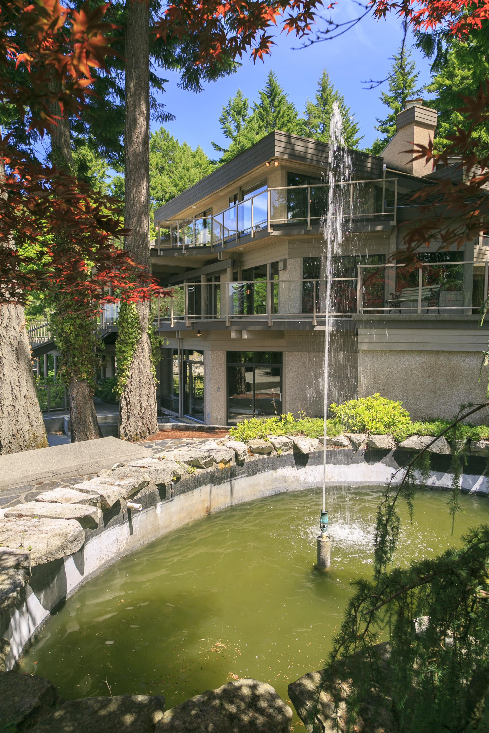 Additional photo for property listing at 568 Senanus Dr Victoria, British Columbia,Canadá