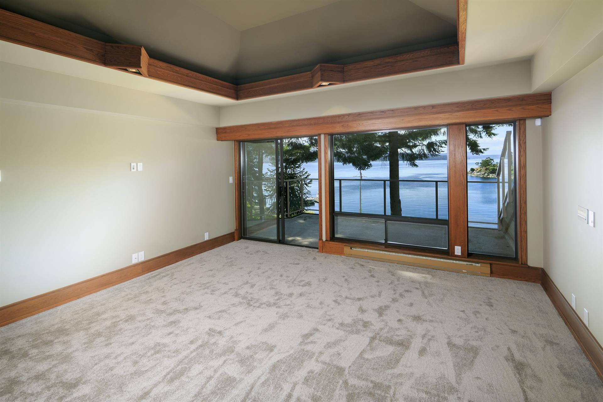 Additional photo for property listing at 568 Senanus Dr Victoria, British Columbia,Canada