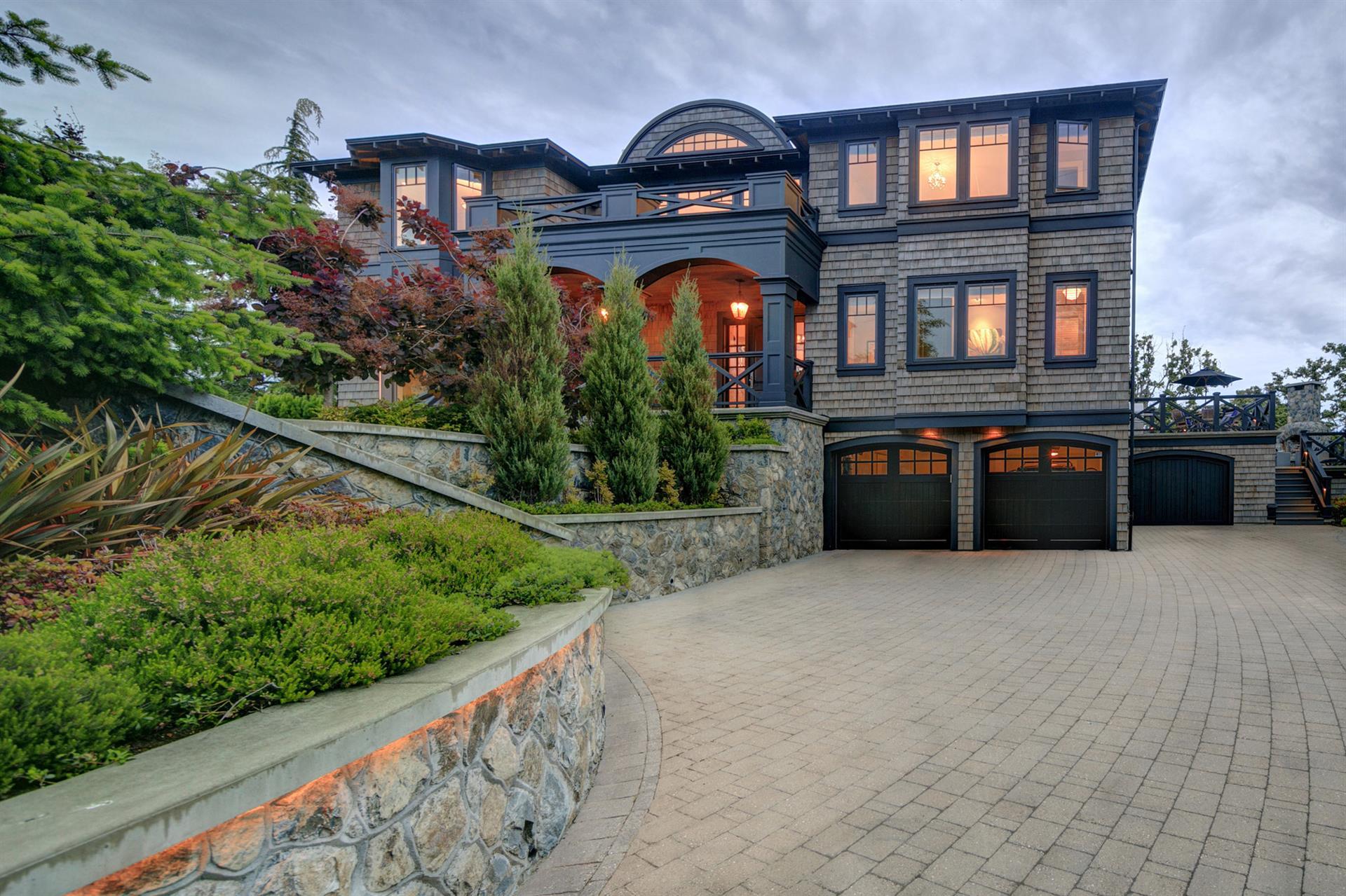 Новая постройка для того Продажа на 2990 Beach Dr Victoria, Британская Колумбия,Канада