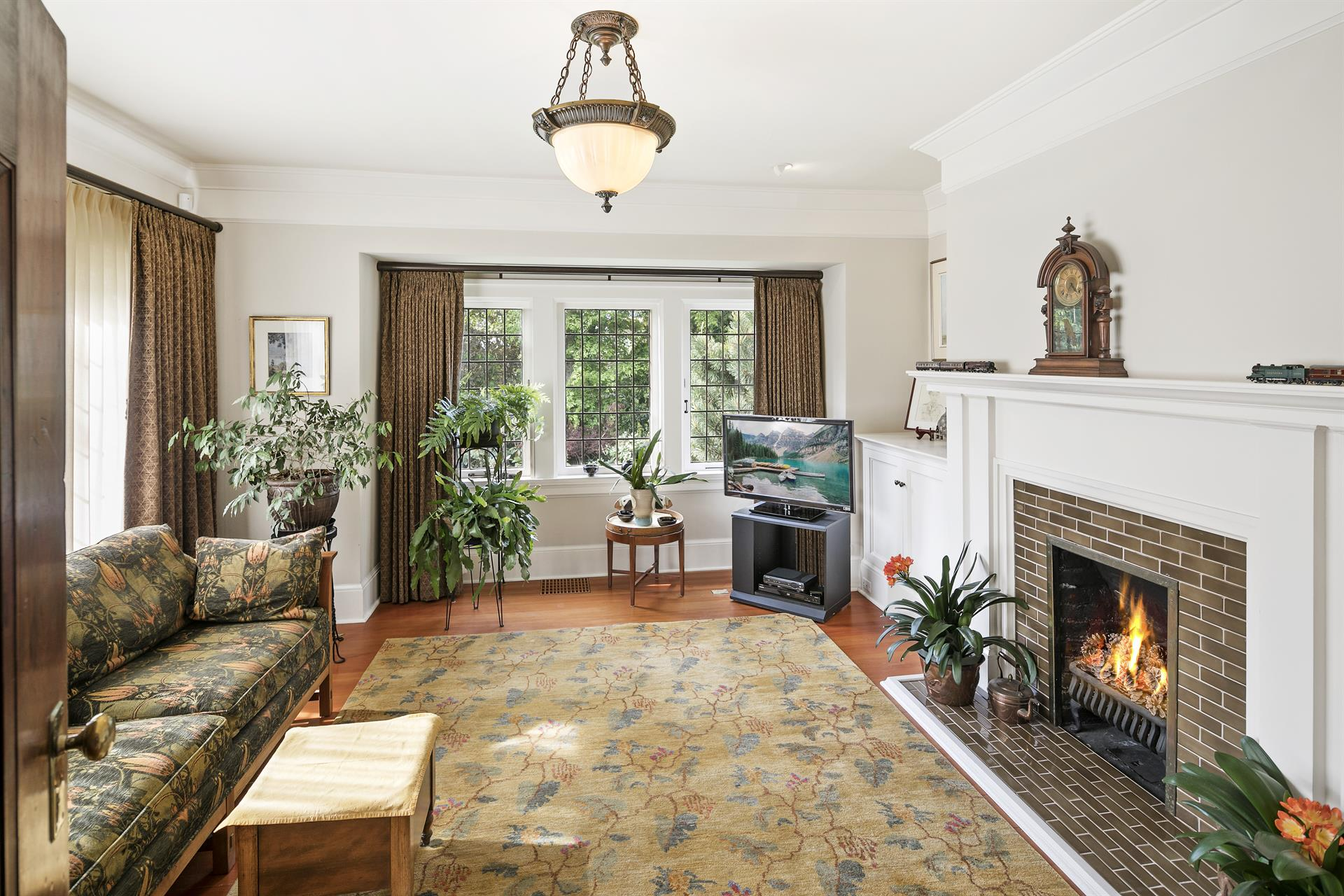 Additional photo for property listing at 935 Foul Bay Rd Victoria, British Columbia,Canada