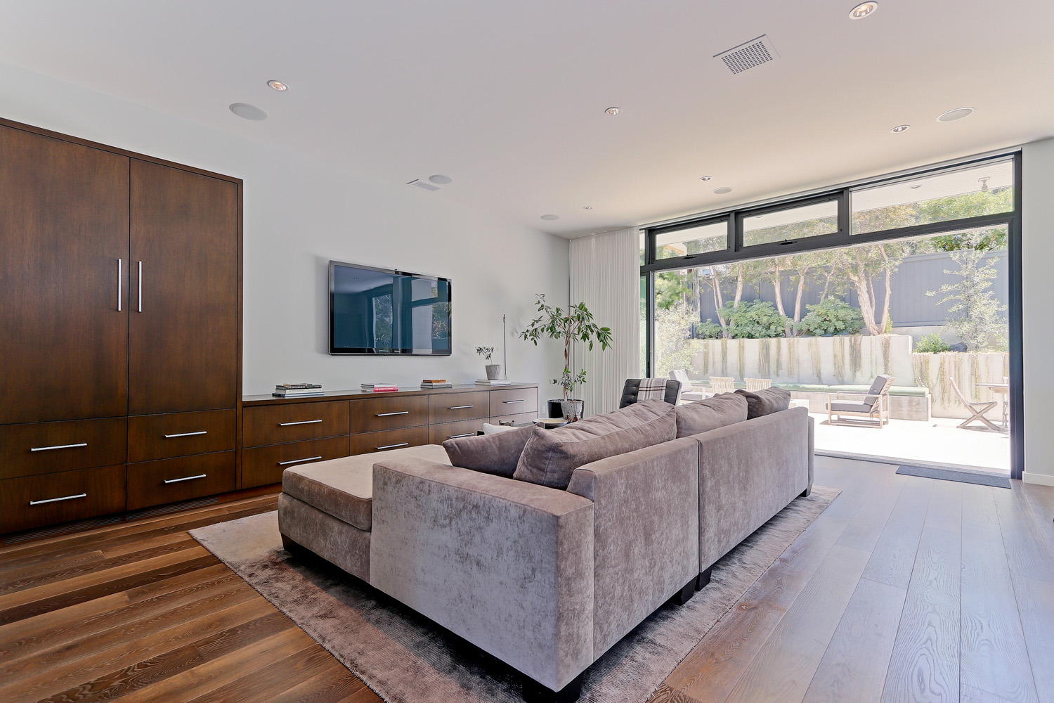 Additional photo for property listing at Modern in the Tree Section 2200 Agnes Rd., Manhattan Beach, CA 90266 Manhattan Beach, California,90266 United States