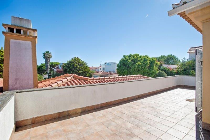 Additional photo for property listing at Villa with very large spaces, total privacy and in Cascais, Portugal