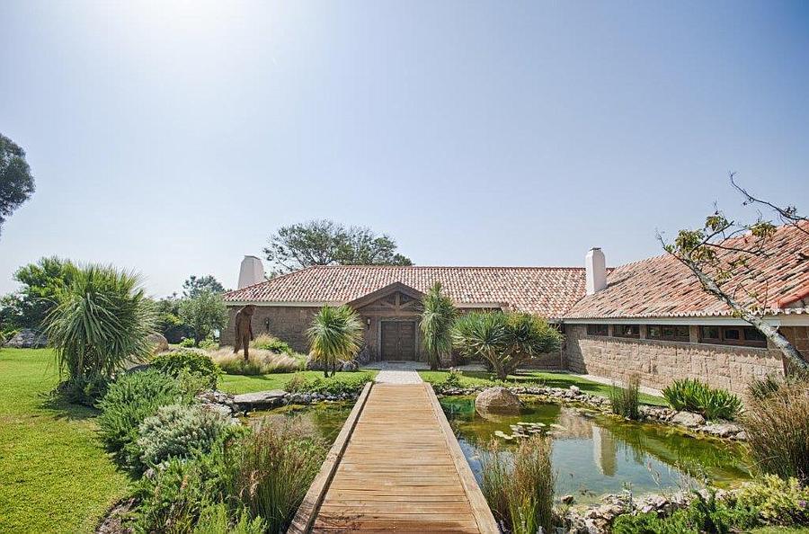 Villa / Casas de paredes comunes por un Venta en This fantastic villa, standing in a plot of 3,172 Cascais, Portugal