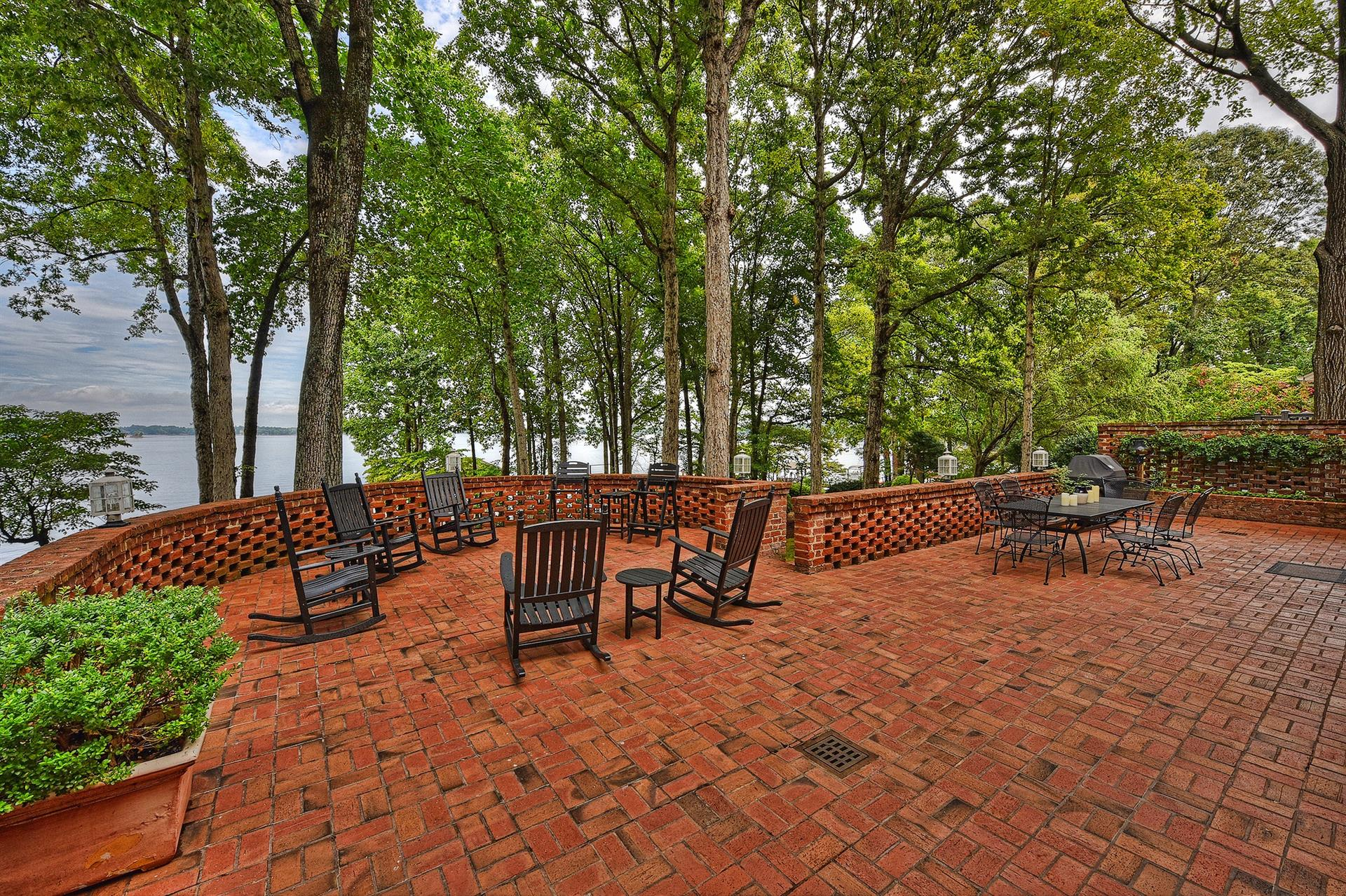 Additional photo for property listing at 16240 North Point Road  Huntersville, Carolina Del Nord,28078 Stati Uniti