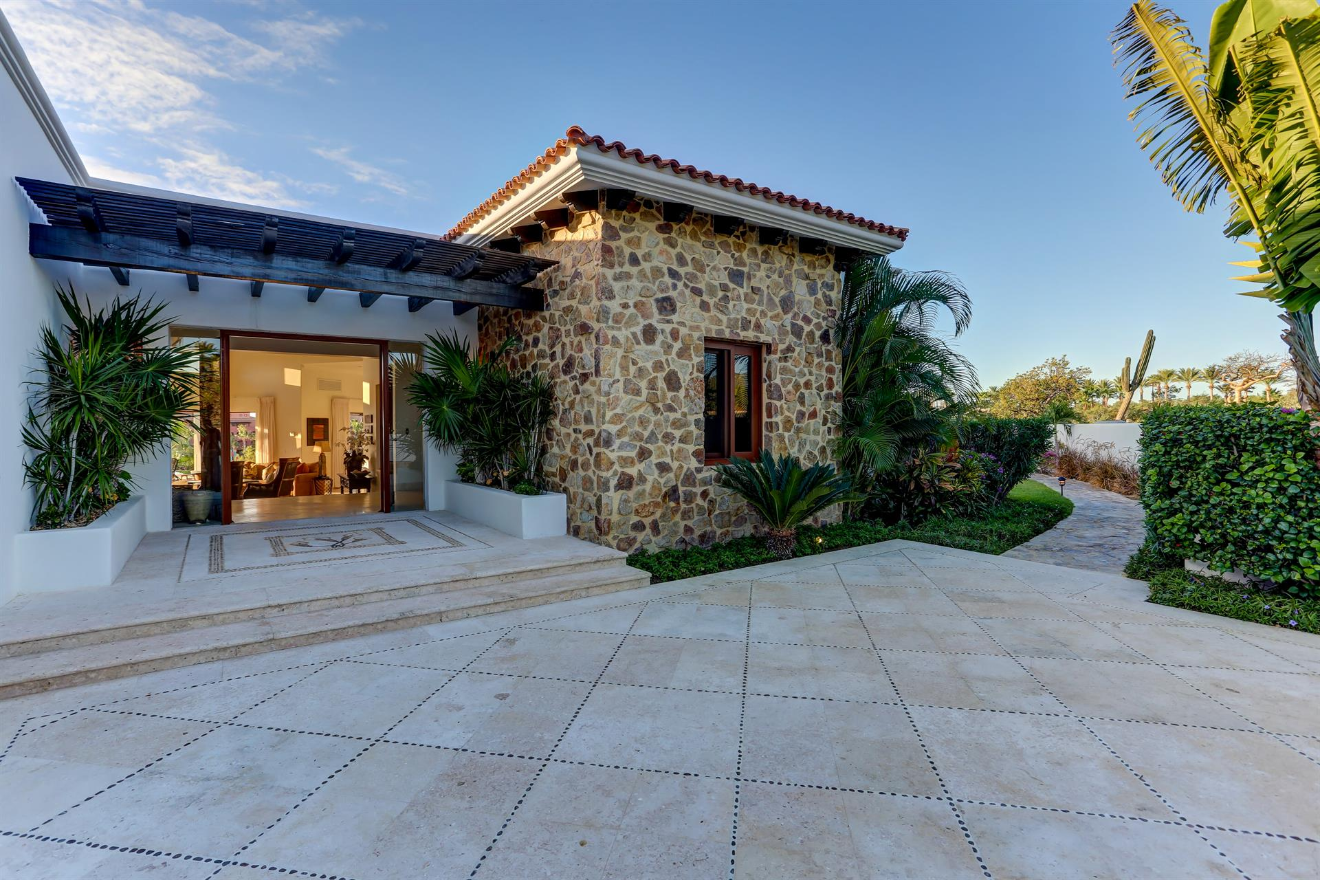Additional photo for property listing at Casa de la Playa  San Jose Del Cabo, Baja California Sur,23406 Mexique