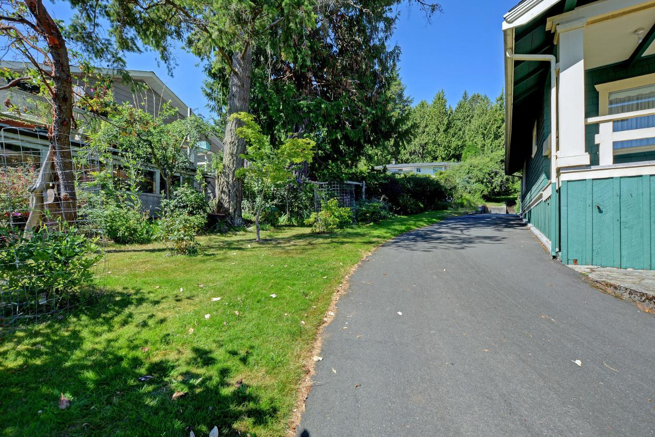 Additional photo for property listing at 4976 Cordova Bay Rd Victoria, British Columbia,Canada