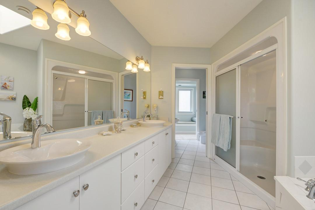 Additional photo for property listing at 2820 Beach Dr British Columbia, Canada