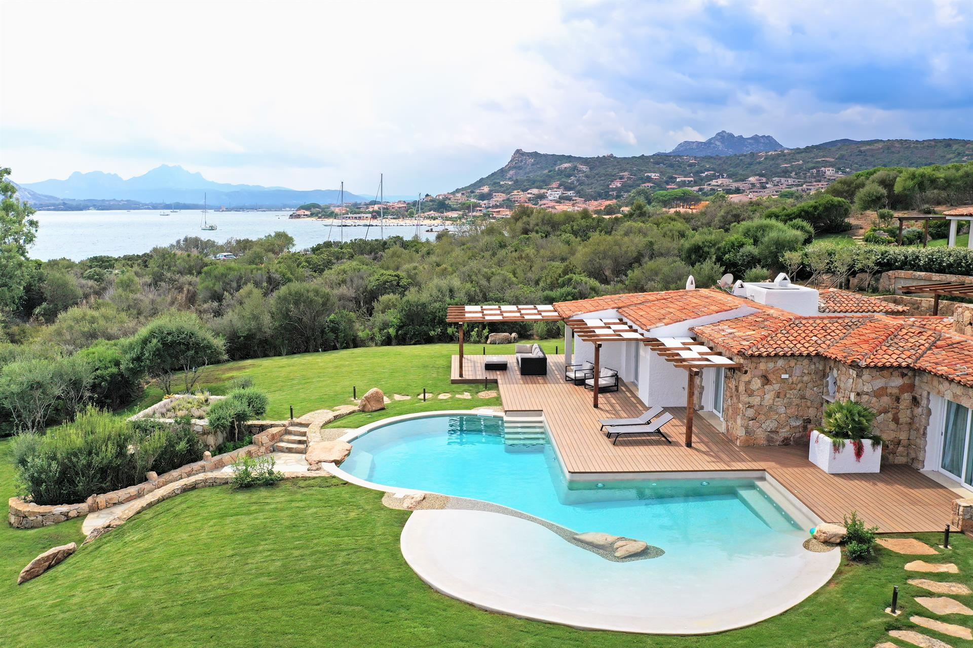 Additional photo for property listing at Villa Pieds dans l'Eau - Lot N6 - Borgo Harenae  Costa Smeralda, Olbia Tempio,07020 Italy