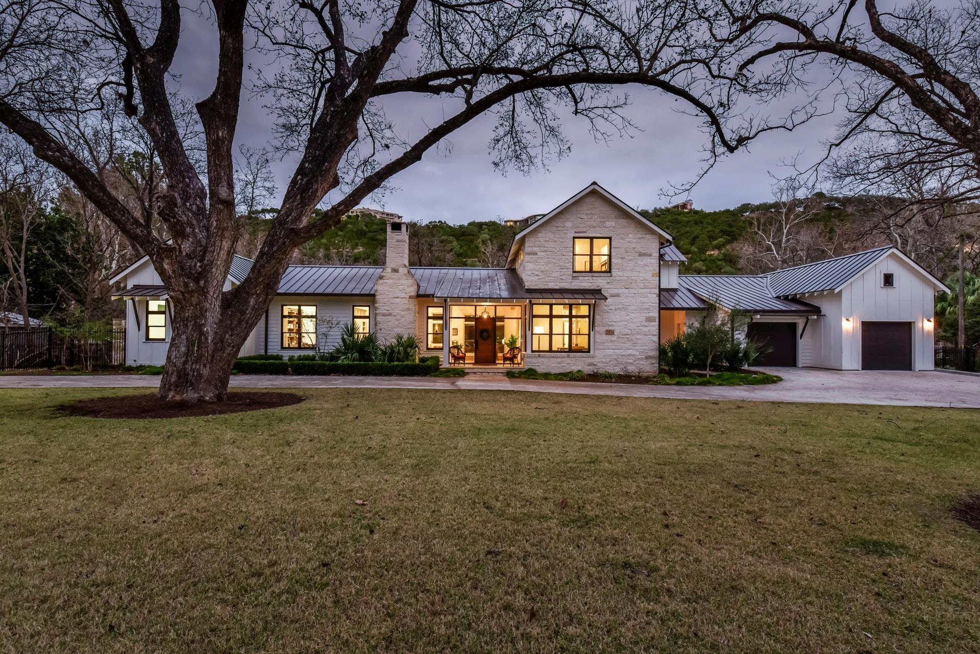 Single Family Home for Sale at 3120 Edgewater Drive 3120 Edgewater Drive Austin, Texas 78733 United States