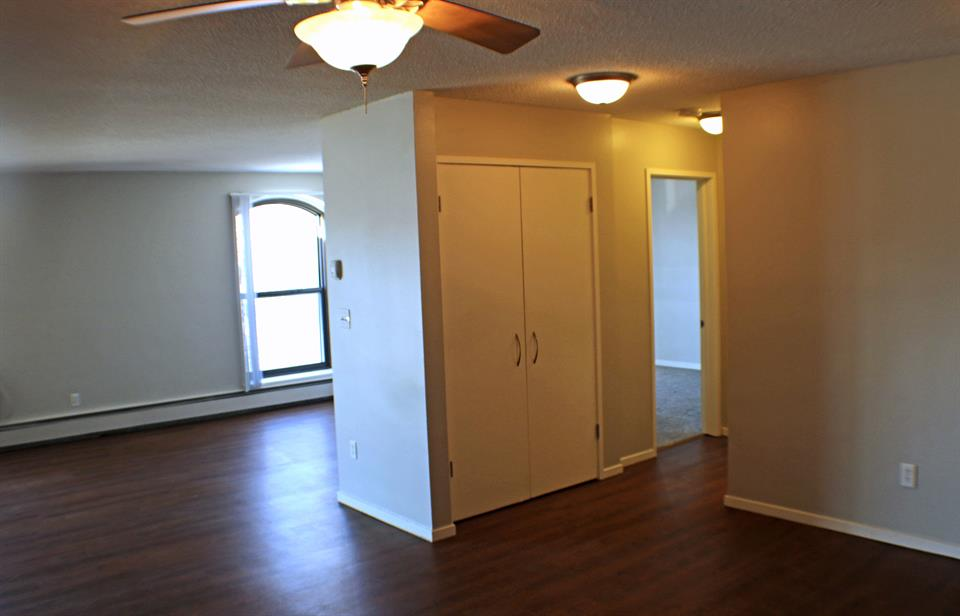 Apartment for Rent at Lexington Hills, 360 Lexington Parkway 360 S. Lexington Parkway St. Paul, Mn 55105 St. Paul, Minnesota 55105