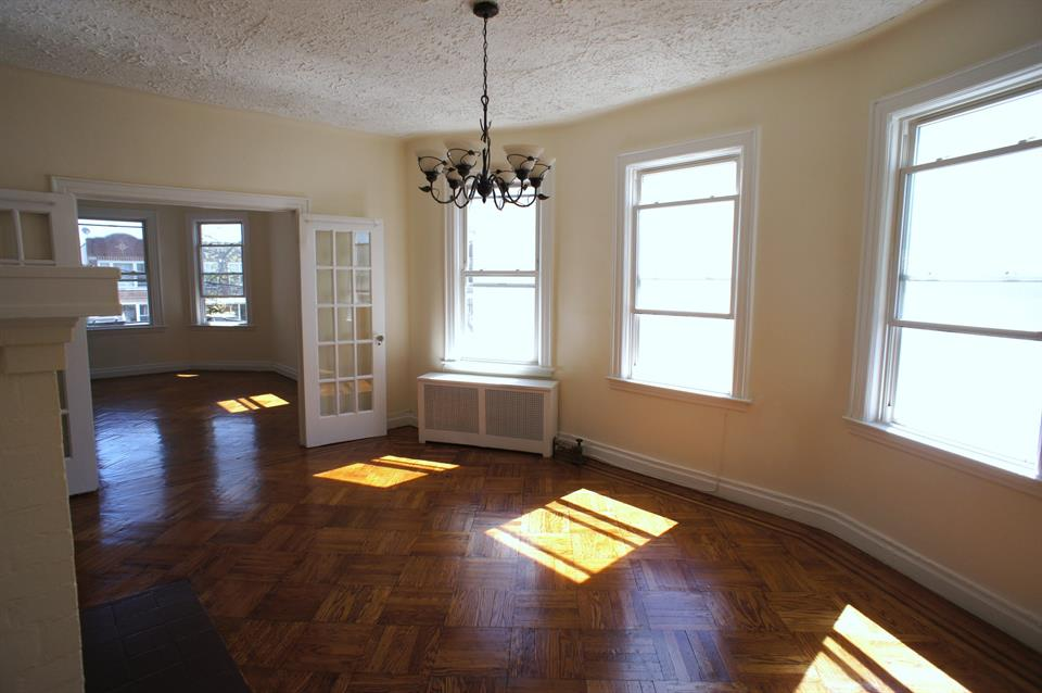 Additional photo for property listing at 3 Bedroom Apartment Bay Ridge Pkwy Brooklyn, New York 11228 United States