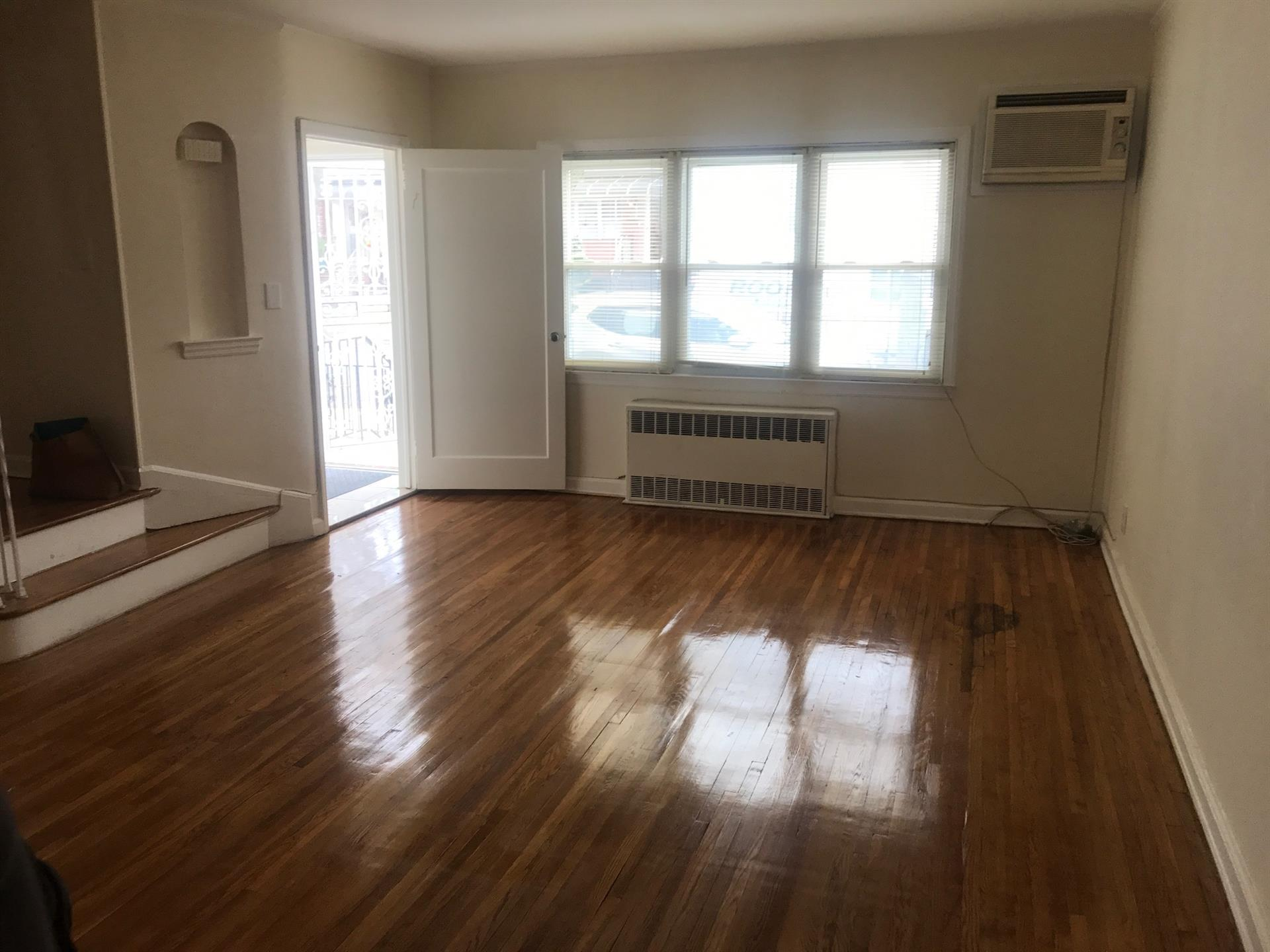 Single Family for Rent at 27 Bay 40th Street Bensonhurst, Brooklyn, United States