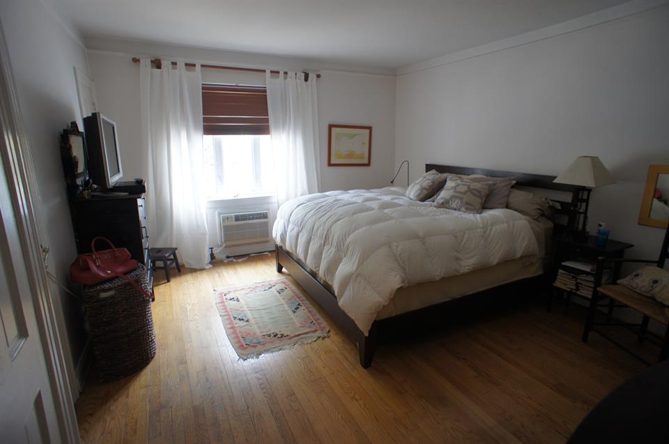 Additional photo for property listing at 9962 Ft. Hamilton Pkwy  Brooklyn, New York 11209 United States
