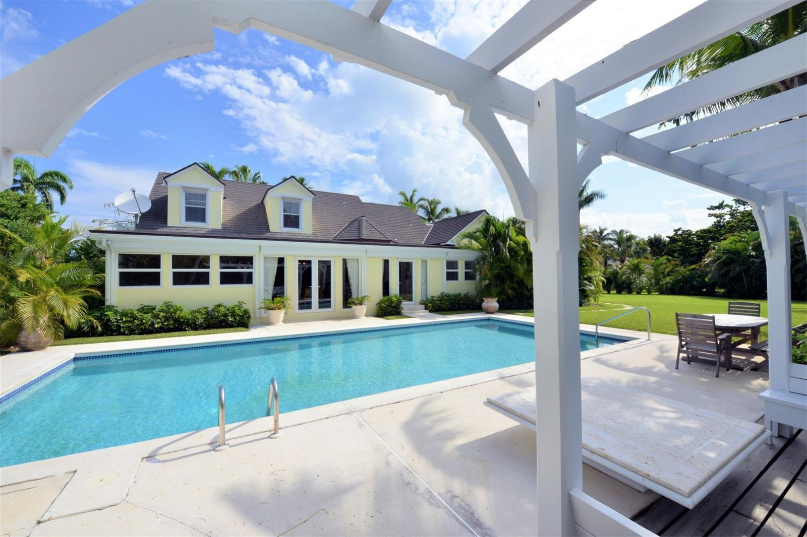 Luxury for Sale at Villa Luna Lyford Cay, Nassau And Paradise Island Bahamas