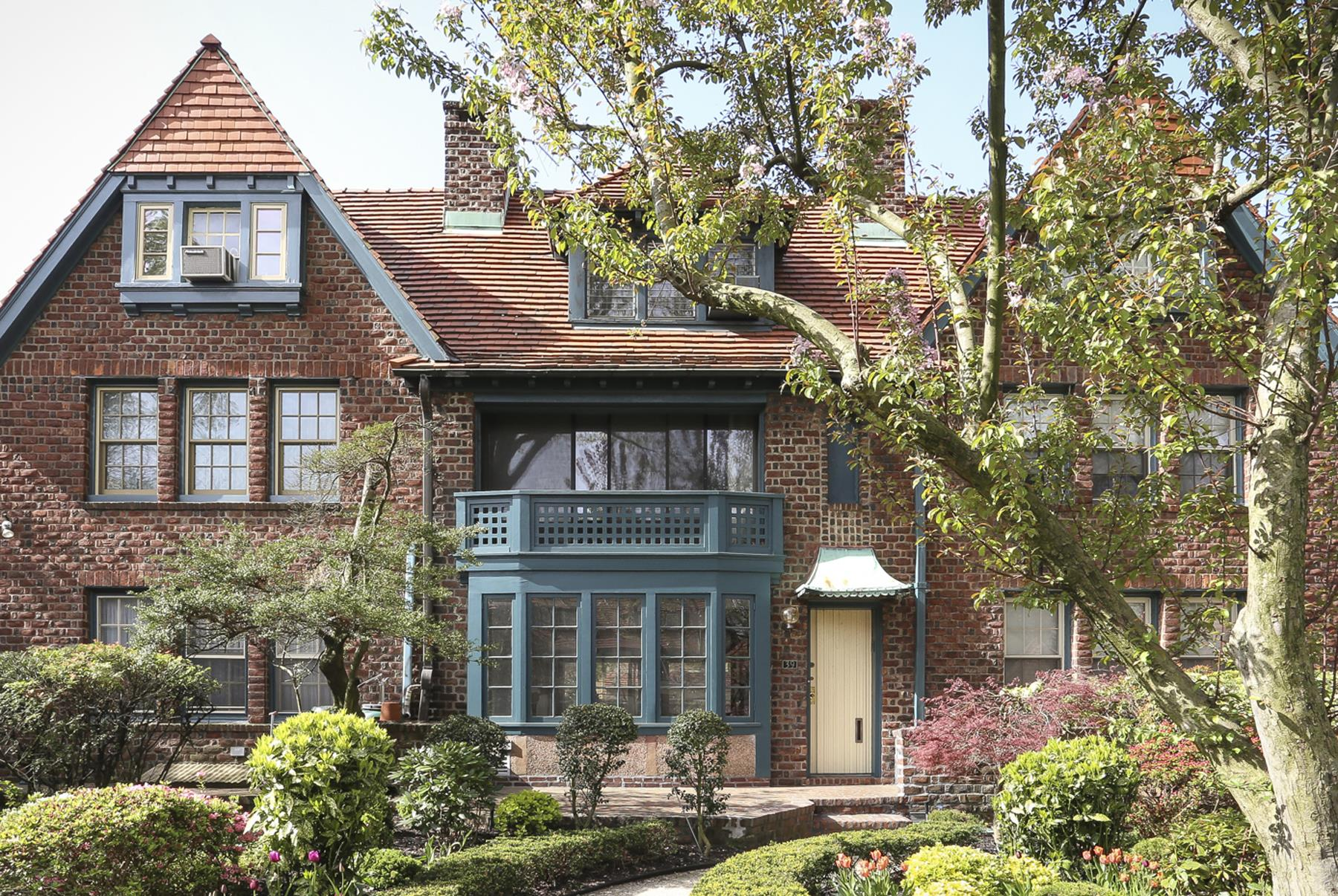 Additional Photo For Property Listing At 39 INGRAM STREET, FOREST HILLS  GARDENS, NYC 39