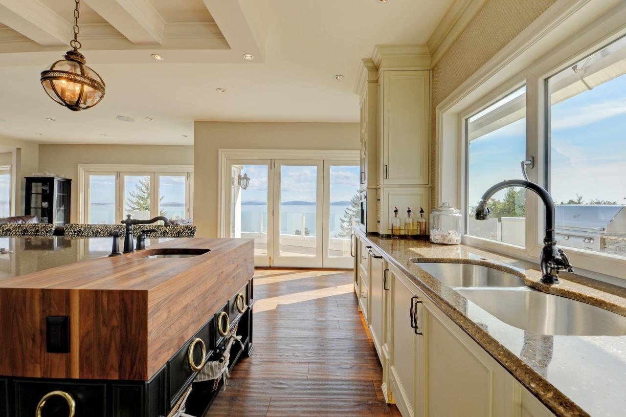 Catalina terr a luxury home for sale in victoria